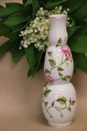 Porcelánová váza dekorovaná malbou a zlatem
