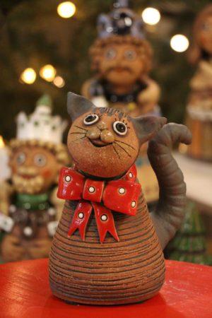 kočka s červenou mašlí  18 cm