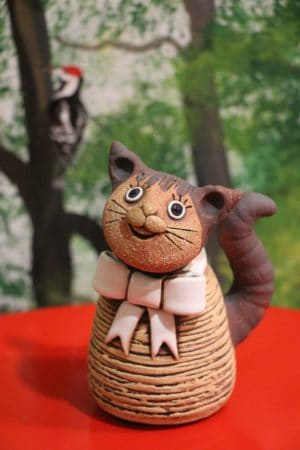 Kočka miniaturní s bílou mašlí, 11 cm