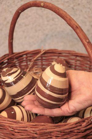 Keramické vejce různobarevné, duté, v 10 cm (každé je jiné)